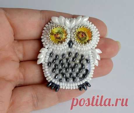 Brooch from beads the Polar owl