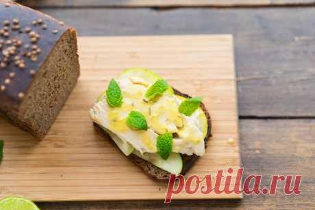 Идея завтрака: бородинский тост со скумбрией и яблоками | Andy Chef (Энди Шеф) — блог о еде и путешествиях, пошаговые рецепты, интернет-магазин для кондитеров |