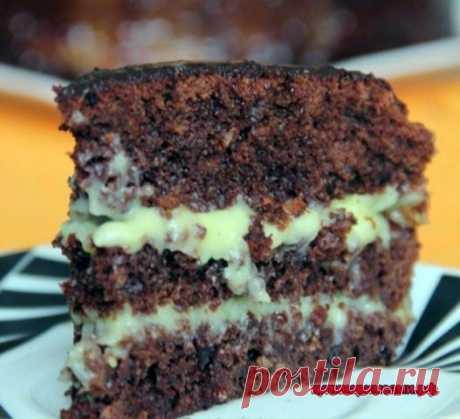 Сумасшедший пирог (Crazy Cake) Crazy Cake - это американский пирог, в переводе звучит как Сумасшедший торт. Его придумали в США в период дефицита. Данный пирог имеет необыкновенный вкус, несмотря на свой простой состав.