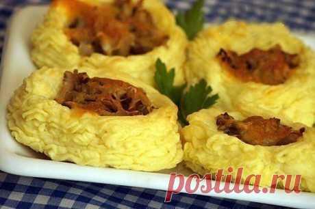 Картофельные гнездышки с сыром и грибами