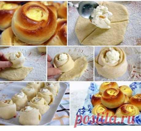 """Булочки """"розочки"""" с творогом. Получается красивая и вкусная выпечка.  Ингредиенты:  -Молоко — 250 мл -Яйца (2 в тесто, 1 в начинку) — 3 шт -Сахар (100 г в тесто, 100 г в начинку) — 200 г -Слив. масло (или маргарин) — 100 г -Мука (приблизительно) — 600-700 г -Ванильный сахар (1 пакетик в тесто,1 в творог) — 2 пакет. -Дрожжи (свежие или сухие 2 ч.л.) — 25 г -Творог — 500 г -Изюм — 100-150 г -Цедра лимона (по желанию, в тесто) -Соль (неполная) — 1 ч. л."""
