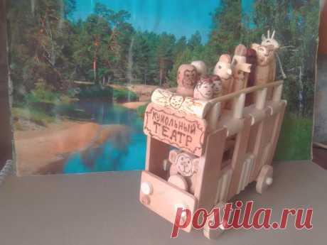 Игрушка Передвижной кукольный театр Изделие выполнено в виде вагончика из клёна, ясеня, осины и орешника, без гвоздей и лакового покрытия, обработано натуральным воском. Может использоваться как игрушка – передвижной кукольный театр, в котором актёрами могут быть небольшие куколки или зверушки. Размеры: длина 21 см, высота 14 см, ширина 10 см. Цена 400 р.