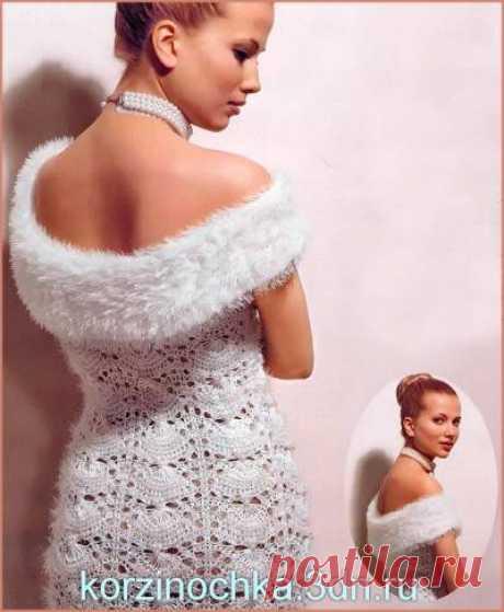 Вечернее платье вязаное спицами____на фото выглядит как связанное крючком