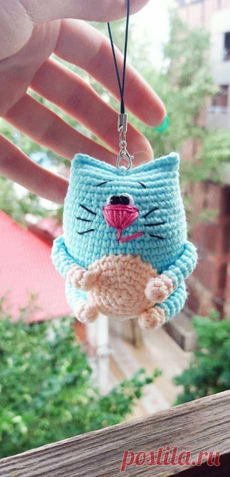 PDF Котейка крючком. FREE crochet pattern; Аmigurumi doll patterns. Амигуруми схемы и описания на русском. Вязаные игрушки и поделки своими руками #amimore - маленький котик, кот, кошечка, кошка, котенок.
