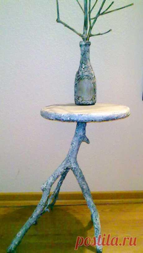 Столик с вазой,натуральное дерево .