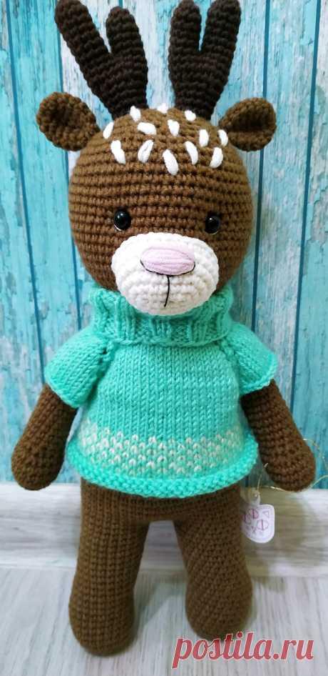 PDF Олешка в свитерке крючком. FREE crochet pattern; Аmigurumi doll patterns. Амигуруми схемы и описания на русском. Вязаные игрушки и поделки своими руками #amimore - олень, оленёнок.