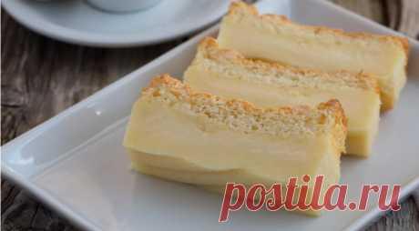 Как приготовить магический бисквит с заварным кремом, который сам превращается в 3-слойный пирог