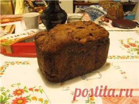 Кофейно-шоколадная бриошь (из книги От бородинского хлеба до французского багета) На пробу взяла вес хлеба 750 г. Поместила ингредиенты в контейнер в перечисленном порядке, всё, кроме кусочков шоколада. Не знаю, что такое экстракт молотого кофе (в продаже не нашла), в первый раз качестве него добавила 2 ч. л. крепкого кофе, запаха кофе в готовом изделии не ощутила. Второй раз пол