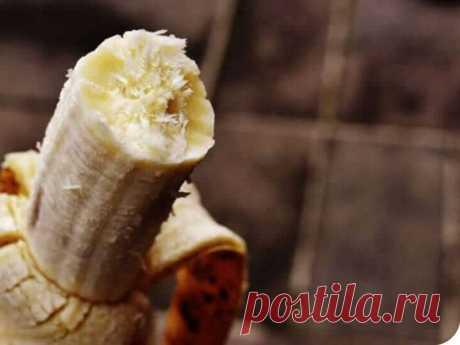 Причина, по которой вы должны натирать ноги банановой кожурой