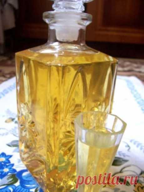 Апельсиновый ликер  Понадобится:1 литр чистого спиртацедра с 8-ми апельсинов1/2 литра хорошего молока1 кг сахара1 литр водыПриготовление:Положить в 1 литр чистого 96% спирта цедру с 8-ми апельсинов и настаивать в течени…