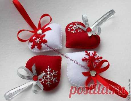 We sew romantic Christmas tree decorations from felt