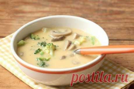 Сырный суп по-французски с чесночными гренками    Один раз приготовила и влюбилась в этот супчик!           Вам понадобятся: — куриное филе — 400 г— мягкий плавленый сыр — 200 г— картофель — 3 шт.— морковь — 1 шт.— соль, молотый перец, душистый п…