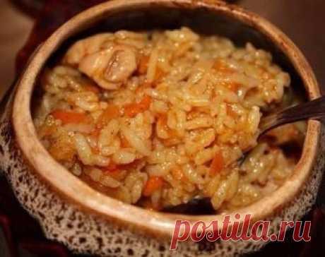 Милые уютные горшочки с самой домашней едой. Радуйте своих близких чаще!  РИС С КУРИЦЕЙ В ГОРШОЧКАХ  Ингредиенты:  - Окорочок куриный — 1 шт, - Морковь — 1 шт, - Лук репчатый — 1 шт, - Рис — 6 ст. л., - Соль (по вкусу), - Масло растительное ок 1 ст л - Приправа (для курицы)  Приготовление:  1. Окорочок помыть (снять шкурку), разрезать на кусочки, натереть специями для курицы. В сковороду налить растительное масло, выложить окорочок, поставить на огонь тушиться. 2. Морковь...
