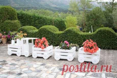 из ящиков. поезд для цветов, который украсит ваш загородный участок