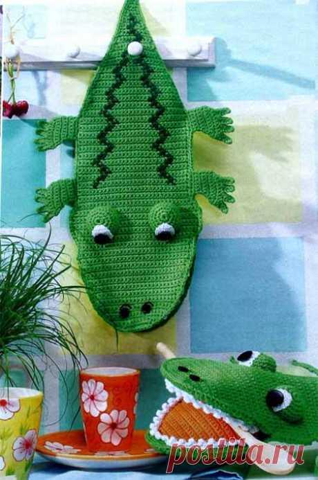 """Прихватка """"Крокодил""""  Очень необычную и симпатичную прихватку «Крокодил» можно легко связать крючком. Материалы: 150 гр зелёной и по 50 гр белой, оранжевой и тёмно-зелёной пряжи (70м/50гр), крючок № 2 и 3,5, две черные п…"""