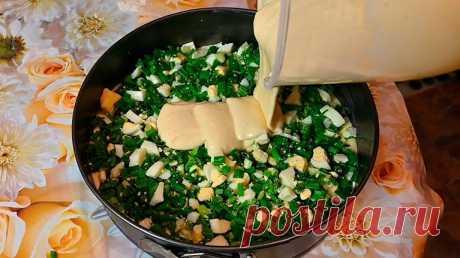 Вместо пирожков. ЛЕНИВЫЙ пирог с зеленым луком и яйцом, рецепт теста на кефире и сметане Заливные пироги — это находка для любой хозяйки! Такие пироги очень сытные, и при этом быстро готовятся и выручат вас в любой ситуации. Для всех любителей простых и вкусных блюд, предлагаю приготовить аппетитный заливной пирог с зеленым луком и яйцом.