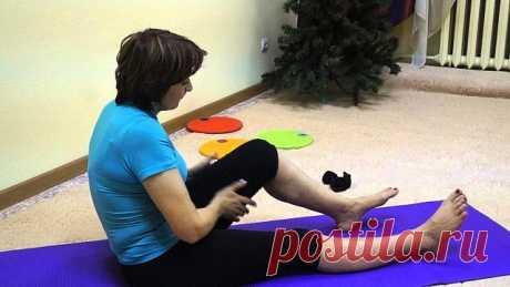 САМОМАССАЖ ДЛЯ АКТИВАЦИИ КРОВОТОКА В НОГАХ   Предлагаемый самомассаж активизирует кровоток в пальцах, ступнях, в коленных, голеностопных суставах ног и мышцах поясничного отдела. Это эффективный метод профилактики варикозного расширения вен, заболеваний суставов и ступней ног.   Каждый человек должен знать, что к ступне и пальцам каждой ноги опускается мощная артерия, а поднимается к сердцу такая же вена. Соединяют эти кровеносные трубки капилляры — многочисленные тончайши...
