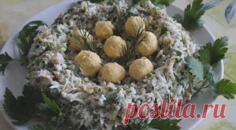 Салат Гнездо глухаря - классические рецепты салатов с курицей и перепелиными яйцами