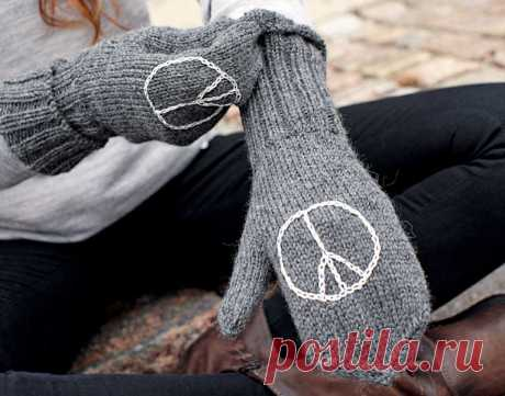 Mittens with an embroidery - the scheme of knitting by spokes.