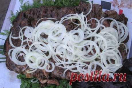 Кавурмица на мангале Танцы от плиты и до компа !!  Итак нам потребуется: баранья сетка,или её ещё называют сальник. А для начинки-сердца -1шт, почки -3шт, печенка -500г, легкое 300г,все эти субпродукты от барана.Потрохов …