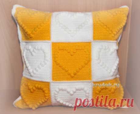 Декоративная подушка связанная крючком