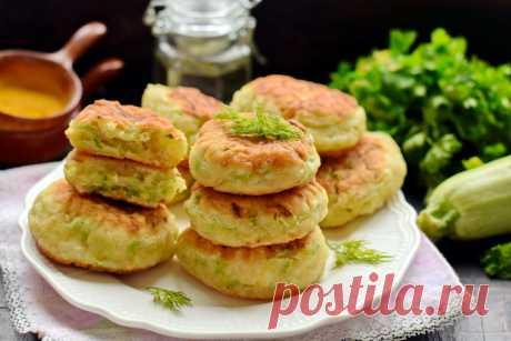 Пышные кабачковые оладьи на кефире (почти как пирожки, но готовить проще и быстрее) - Женский журнал