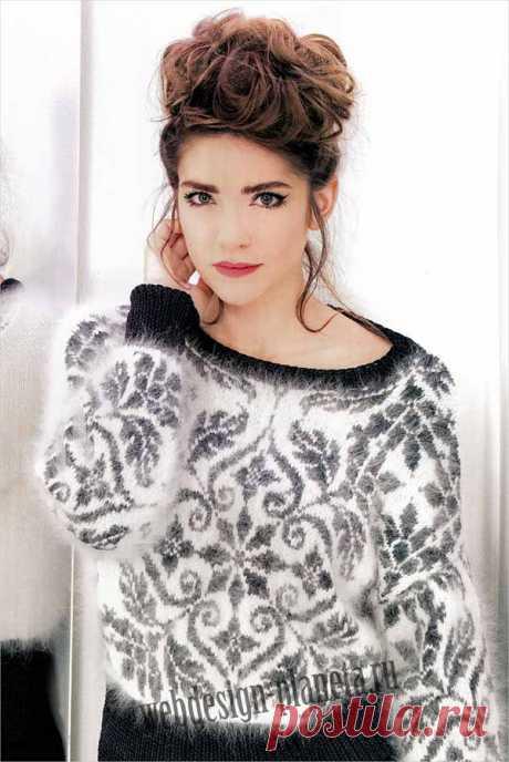 Пушистый пуловер спицами с жаккардовым узором.