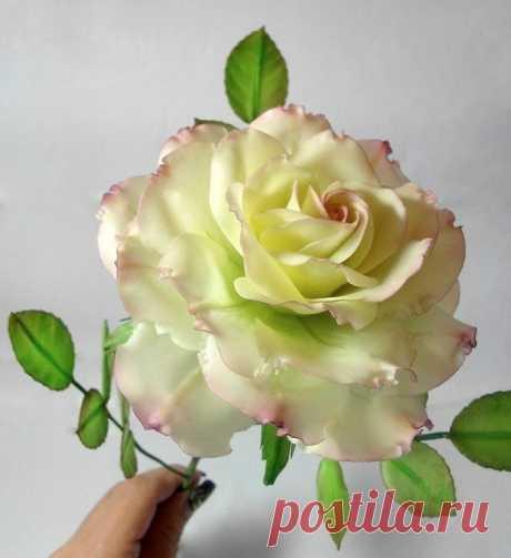 Эти розы не только красивые, но и вкусные. Они сделаны из сахарной мастики. Потрясающе!