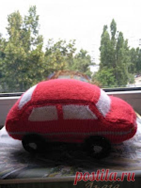 Вязаные игрушки - подарок любимым: Автомобиль спицами.
