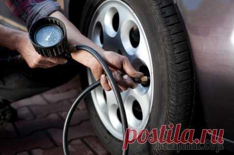 Как проверить давление в шинах Неправильное давление в шинах может вызвать повышенных расход топлива, ускорить износ покрышек и даже стать причиной прокола! Во избежание подобных