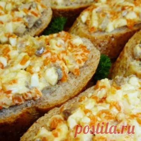 Закуска из селедки и плавленого сыра (напоминает красную икру)