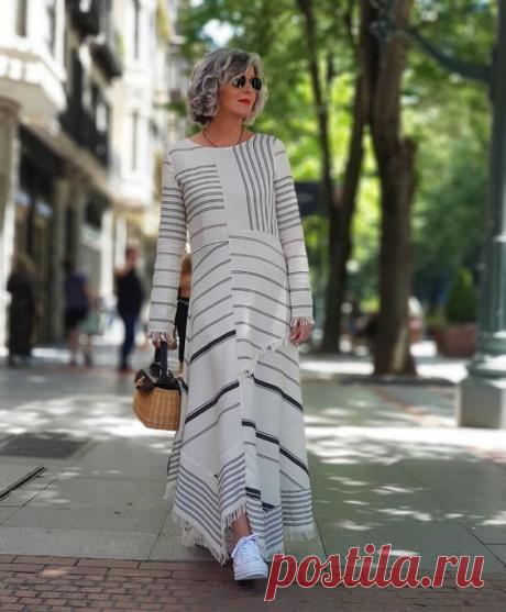 Платье с кроссовками для женщин 50+. Сочетаем и выглядим стильно   Glamiss   Яндекс Дзен