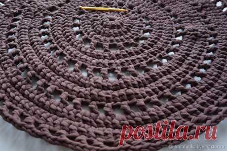 Вяжем крючком уютный круглый коврик из трикотажной пряжи – мастер-класс для начинающих и профессионалов