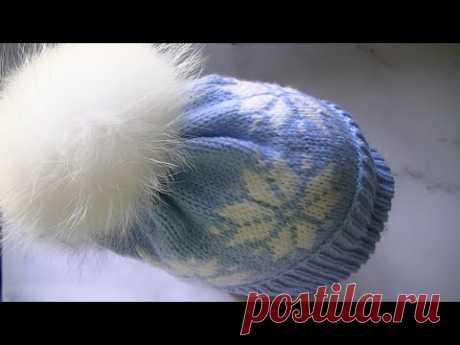 Вяжем шапку с жаккардовым узором снежинки.