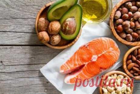 7 популярных заблуждений, мешающих нам правильно питаться Питаться правильно – это не значит сидеть на низкокалорийной диете и пить только воду. На самом деле здесь важно больше не количество потребляемых продуктов, а их качественный состав.