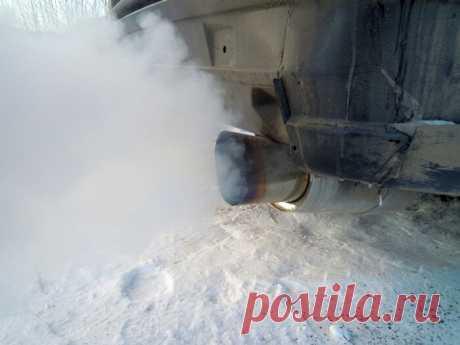 Из выхлопной трубы идет белый дым на холодную, на горячую: причины