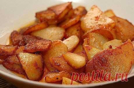 Жареная картошка в мультиварке на каждый день   Ингредиенты      Картофель - 5 штук     Масло растительное (подсолнечное) - по вкусу     Соль - по вкусу     Перец черный молотый - по вкусу  Приготовление  В общем-то, как  готовить картошку знают все. Но с мультиваркой я настолько разленилась, что теперь даже картошку жарю в ней. Фишка в том, что когда жаришь ее на сковородке - надо постоянно стоять у плиты и помешивать, а тут закинул и она себе там сама жарится. Хочу подче...