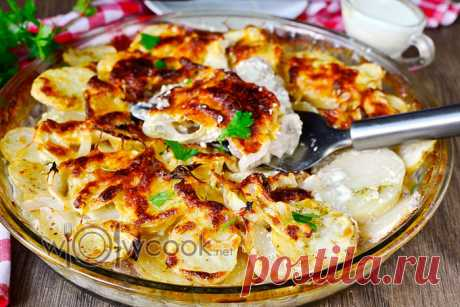 Potatoes kingly in an oven