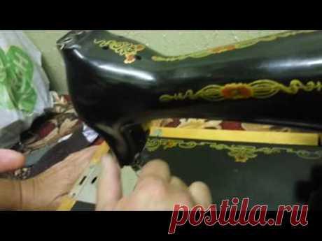 """El ajuste de la máquina \""""Podolsk\"""" vieja de coser"""