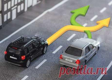 Тонкости ПДД: кто должен уступать дорогу при одновременном перестроении двух автомобилей? | Автотех | Пульс Mail.ru Приоритетность движения при перестроении двух автомобилей.