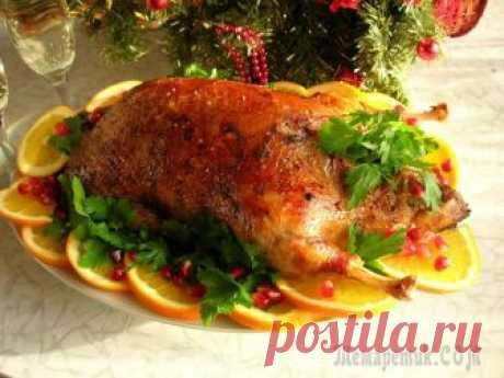 Сочная утка, запеченная с апельсинами Приближается Новый год, наверное, уже многие задумывались о праздничном меню. Хочу порекомендовать вам рецепт сочной утки, запеченной с апельсинами. Утка по этому рецепту станет королевой праздничного...