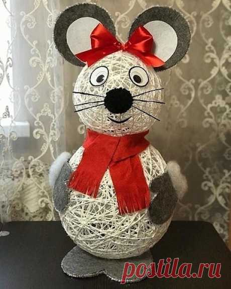 Прикольная мыш из ниток и клея. Креативная идея для декора к Новому году.