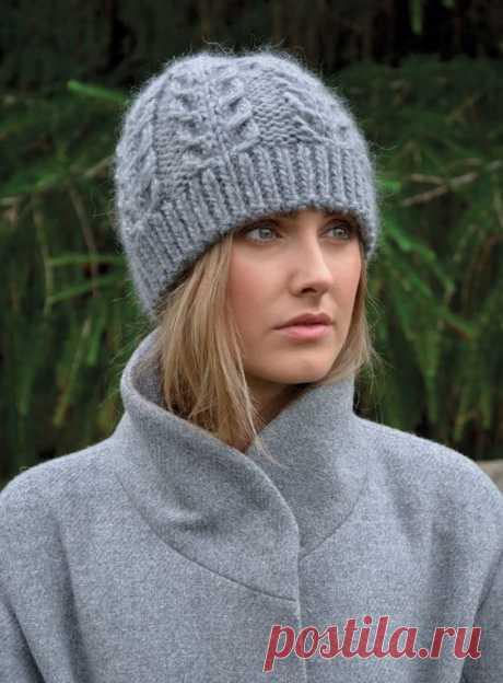 Серая шапки спицами, схема вязания
