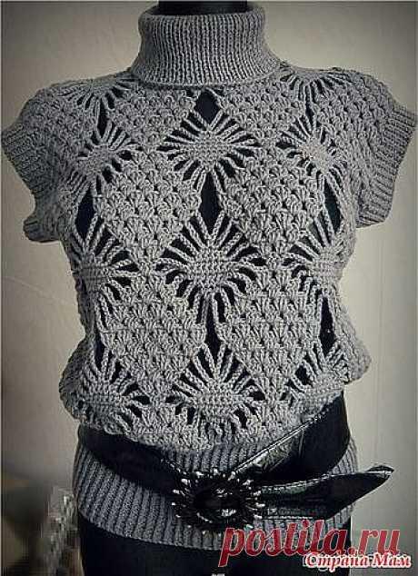 Пуловер с узором из ромбов.