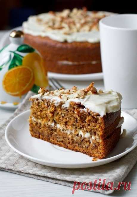Carrot cake with walnuts and cinnamon
