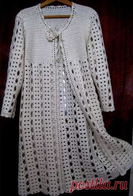 Lacy cardigan knitted hook.