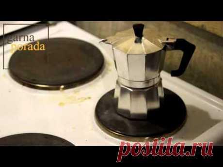 We cook coffee correctly in the geyzerny Italian coffee maker