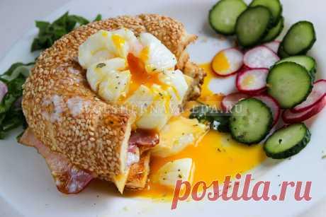 Яйцо пашот в пищевой пленке Если у вас пока что не получается приготовить яйца пашот по классической технологии (открытым способом), то попробуйте упрощенный рецепт — в пищевой пленке.
