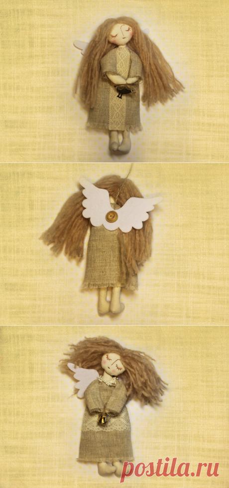 Кукла ангел - Приключения Вороны Текстильная интерьерная кукла – Ангел. Принесет тепло и радость в ваш дом, станет замечательным подарком для друзей на Новый год и Рождество. Изготовлены с любовью из хлопка и льна одежда декорирована кружевом, лица вышиты мулине, крылья из фетра. Размер 22 см.