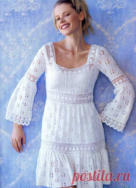 Ажурное платье спицами с расклешенным рукавом - Схема вязания